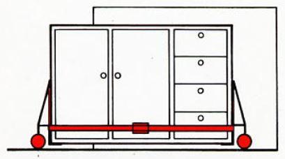 Schrank mit HubrollSystem an Zielort transportieren.