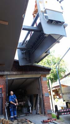 Maschinentransport einer Tafelschere mittels Kran