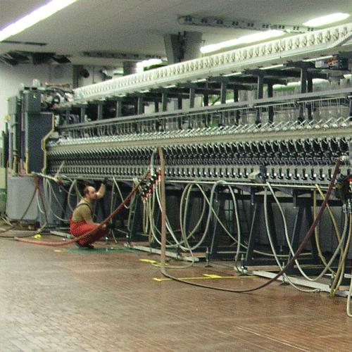 Verschieben einer Textilmaschine oder einer Fertigungslinie mit Luftkissen