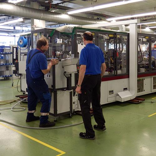 Verschieben Eine Produktionsline mittels Luftkissen respektive eines Luftfilmsystem
