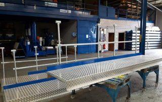 Geländerbau und Podestbau für eine Maschinenüberführung